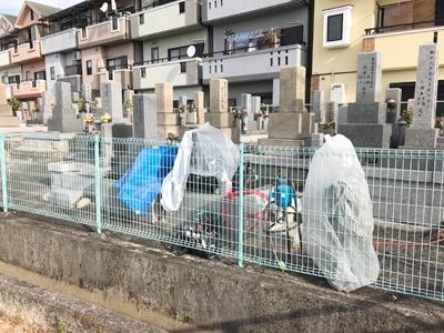 寝屋川市上神田墓地で彫刻作業です