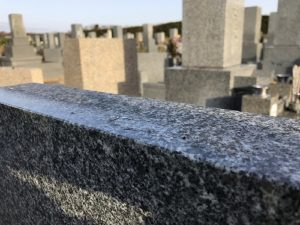 神戸市西神墓園で霊標への彫刻