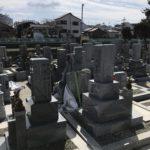 寝屋川市の中神田墓地で文字彫り
