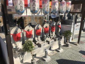 大阪市設野里霊園で文字彫り