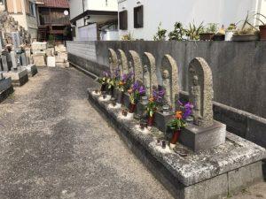 明石市の東島納骨堂墓地で文字彫り