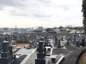 川西市火打墓地にて文字彫り
