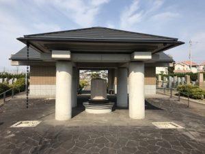貝塚市の貝塚市営墓地で追加彫刻