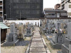 誓願寺でお墓の文字彫りでした