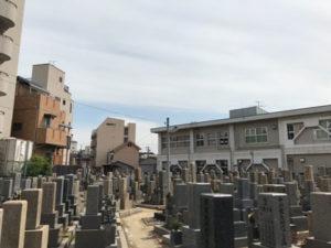 大阪市東成区の大今里墓地にて彫刻