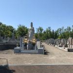 茨木市郡共同墓地で文字彫り