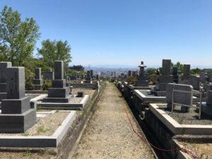 神戸市鵯越墓地で文字彫り