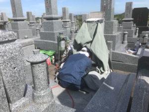 飯盛霊園でお墓の文字彫り