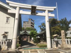 大阪市内の産土神社で玉垣への彫刻