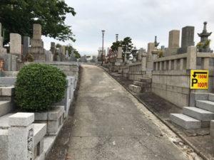 豊中市の桜井谷共同墓地で文字彫り