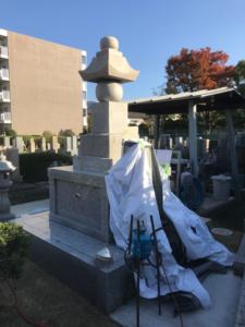 八尾の満願寺で供養塔に彫刻でした。