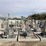 枚方市の走谷共同墓地で文字彫り