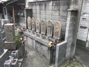 大阪市東成区中本墓地で追加彫刻でした。