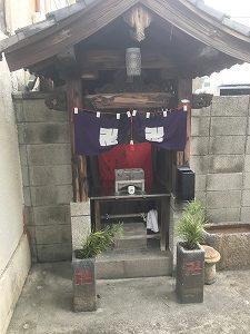 大阪市東成区中本墓地で追加彫刻