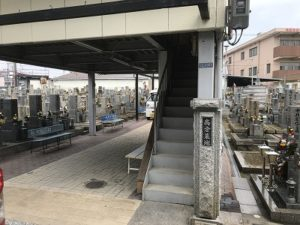 東大阪市の高倉墓地で追加彫刻でした。