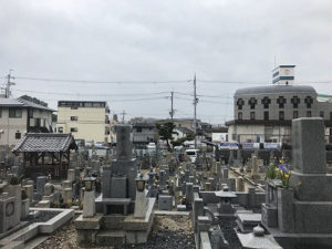 枚方市の伊加賀共同墓地で追加彫刻