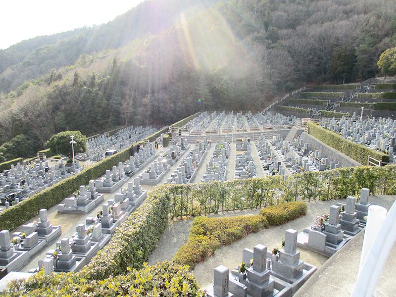 【川西市の川西公営霊園】お墓への文字・戒名彫刻費用について