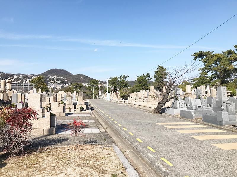 【西宮市の満池谷墓地】お墓への文字・戒名彫刻費用について