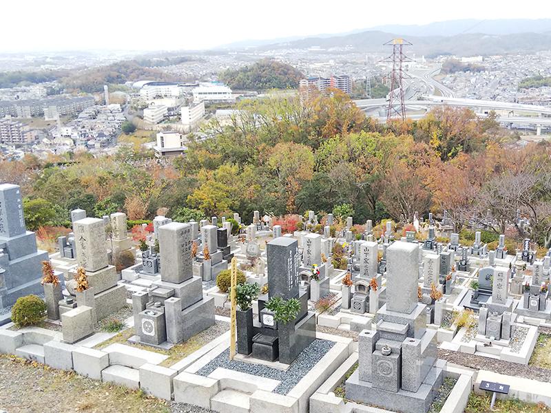 【高槻市の高槻公園墓地】お墓への文字・戒名彫刻費用について