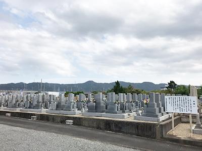 枚方市内の霊園でお墓への戒名彫刻