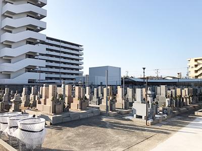 東大阪長瀬霊園で、お墓の戒名彫刻でした