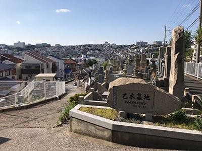 神戸市の乙木墓地で墓石への名前彫り