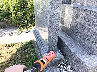 加古郡稲美町の出新田墓地で霊標板への追加彫刻でした