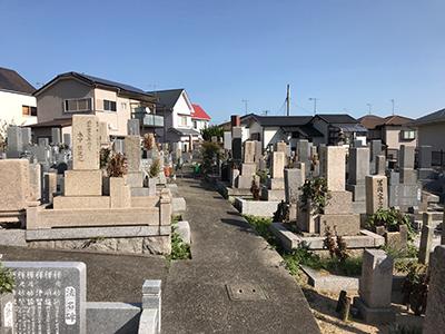 明石市大久保町の共同墓地で墓石への文字彫刻